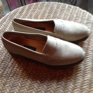 BEIGE ROCKPORT SUEDE LOAFERS